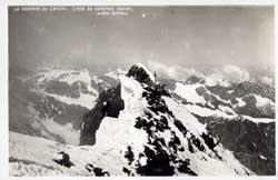 Le Sommet du Cervin. Croix du sommet italien arete faitiere.